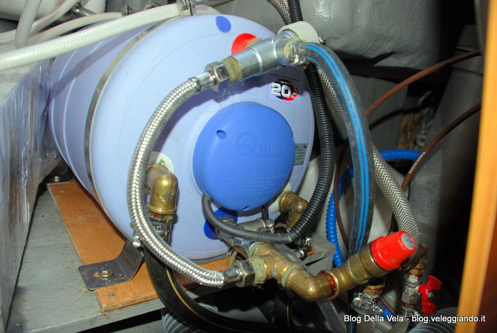Installare un miscelatore con termostato sul boiler per - Non esce acqua calda dallo scaldabagno ...